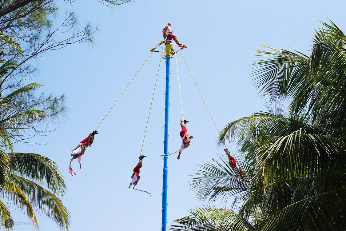 Los voladores, Playa del Carmen